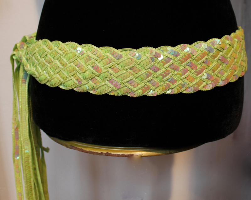 Gevlochten riem / ceintuur met pailletten versiering LICHT GROEN / LIMEGROEN - Sequinned braided belt LIGHT GREEN