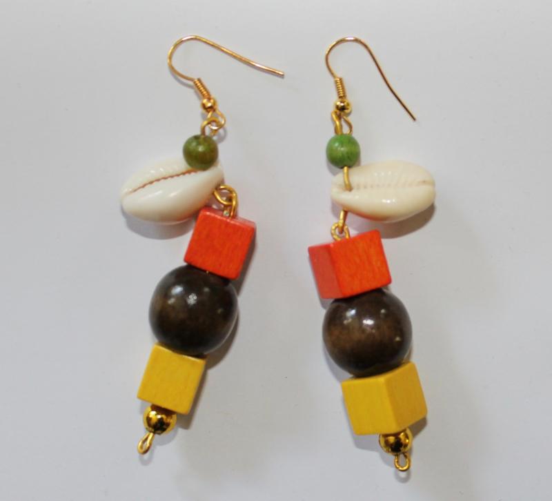 Cowry shell schelpen en kralen oorbellen Afrikaans  - African Cowry shell earrings