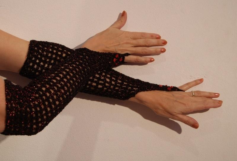 Handschoenen gehaakt ZWART met ROOD glinsteringen + bijpassend hoofdbandje - Bellydance Burlesque gloves BLACK, with RED sparkles and glitters + matching headband
