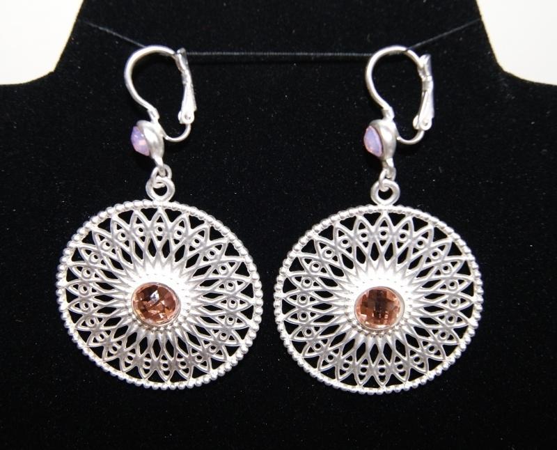 """Oorbellen O9 filigraan  """"Wheel of Fortune"""" Good Luck zilver kleurig met zacht roze steentjes - Earrings  """"wheel of Fortune"""" Good Luck silver color filigree O9 with soft pink stones"""