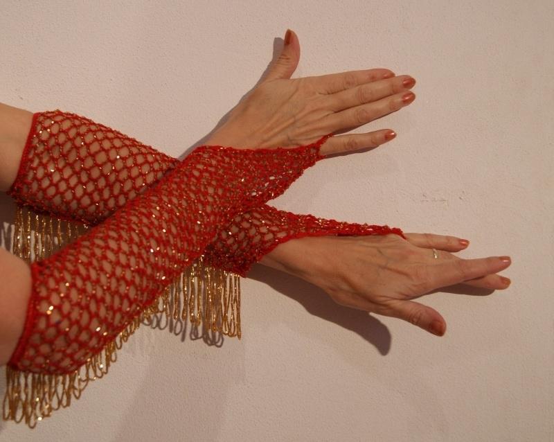Handschoenen gehaakt ROOD met GOUDEN kraaltjes  -H2g one size - 1 pair of RED bellydance-gloves, crocheted/knitted with GOLDEN beads. Glittering
