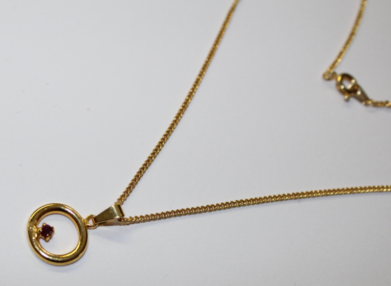 """The Circle of Life"" GOUD kleurig + ketting - ""The Circle of Life"" GOLD colored + chain"