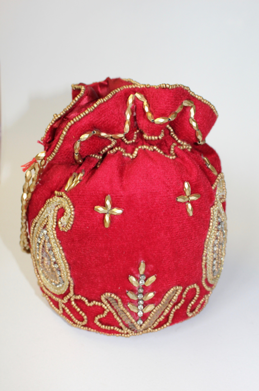 Met kralen en pailletten versierd, ROOD GOUD Fluwelen tasje / beursje 19 cm hoog  - Purse nr1 -  Beaded and sequinned purse / small bag, 19 cm high RED velvet, GOLD decorated