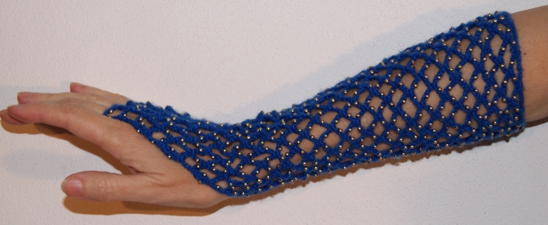 1 Handschoen gehaakt KONINGSBLAUW BLAUW met GOUDEN kraaltjes H4-g - Extra Small, Small, Medium - 1 glove ROYAL BLUE crocheted,  GOLDEN beads decoration