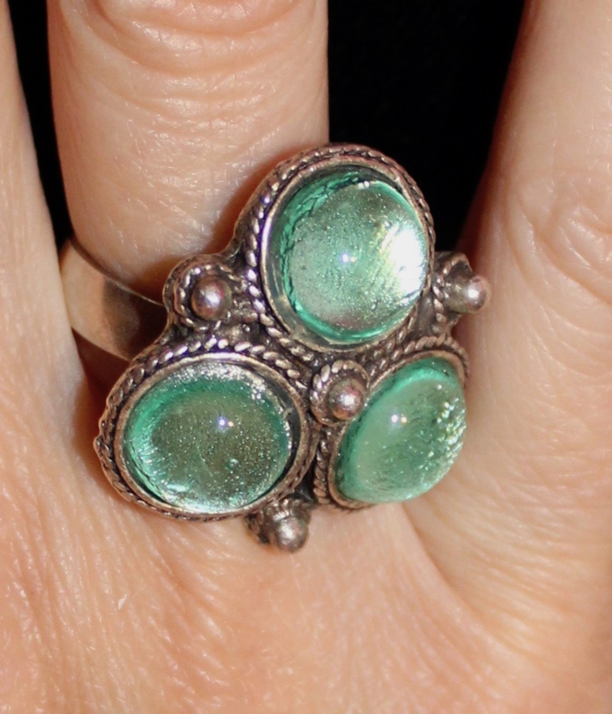 ZILVER kleurige Ring met 3 MINT GROENE cirkels - one size adaptable - SILVER colored Ring with 3 MINT GREEN circles
