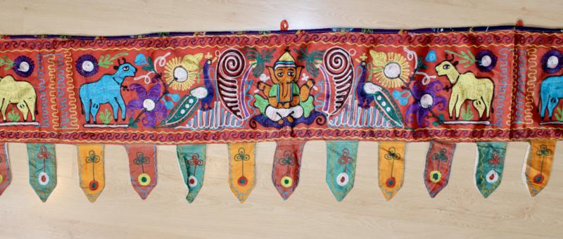 Bohemian India kleurige geborduurde band raam tent decoratie - 403 cm x 37 cm - Indian window / tent / room decoration textile MULTICOLORED embroidered cloth Bohemian