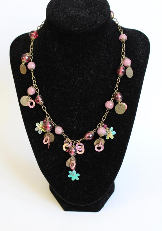 Fantasie halssnoer halsketting ZILVER, ROZE, ROSE, VIEUX ROSE met kralen, muntjes en bloemetjes - Fantasy 1 - Fantasy Necklace, chain, SILVER, shades of PINK  with coins, flowers and beads