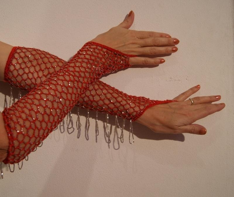 Handschoenen gehaakt ROOD met ZILVEREN kralen - H2z - Crocheted knitted beaded gloves RED, SILVER beads and fringe decorated