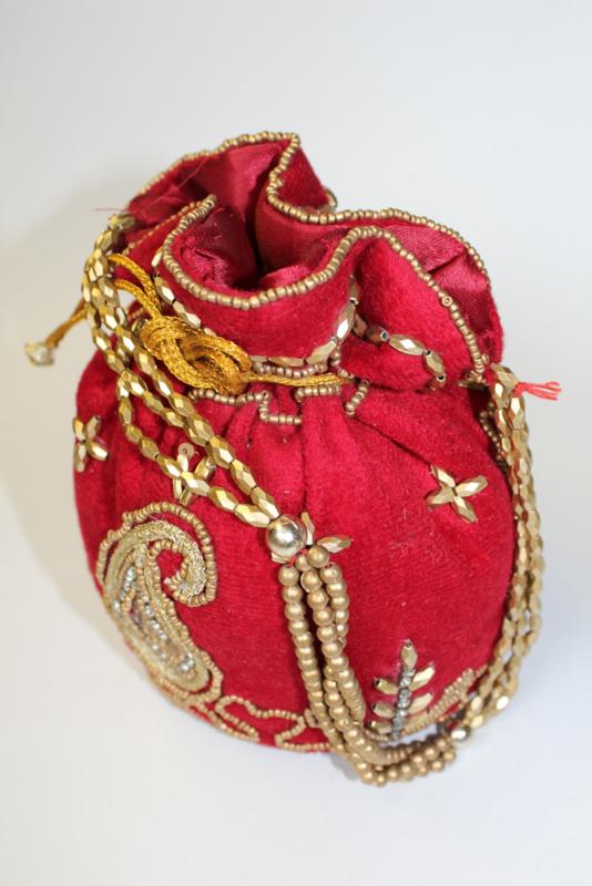 Met kralen en pailletten versierd, ROOD GOUD Fluwelen tasje / beursje 19 cm hoog  - Purse nr1 -  Beaded and sequinned purse / small bag, 19 cm high RED velvet, GOLD decorated