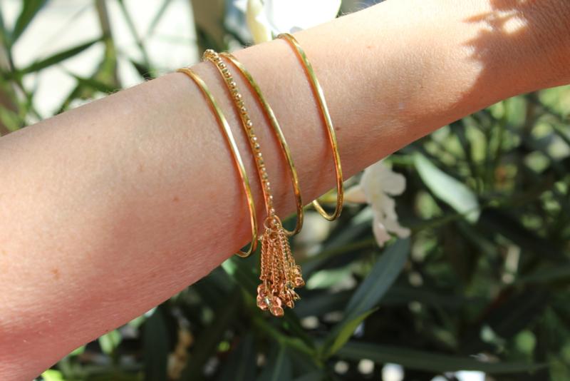 "Setje van 4 GOUD kleurige armbandjes -7 cm diameter ""Bangles1""  -  4-piece set GOLD colored bracelets bangles"