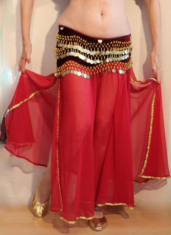 Buikdans rok BORDEAUX transparant chiffon met 2 splitten en gouden band rand - one size fits S, M, L, XL - 2 slit BURGUNDY DARK RED transparent chiffon skirt, gold band rimmed