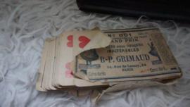 Oude speelkaarten deels in de Franse verpakking