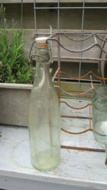 K279 Oude beugel fles (meerdere op voorraad)