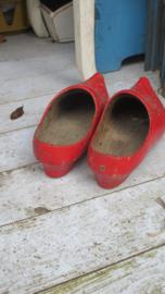 B636 Rode klompjes met hak (paar)