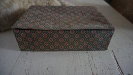 Stoffen doos ( 32 x 22 x 10 cm) met inhoud