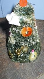 KM088 Oud kerstboompje op kartonnen koon