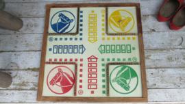 B642 Oud Frans bord van bordspel