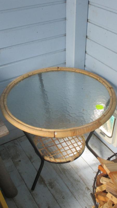 Rotantafeltje met glazen blad