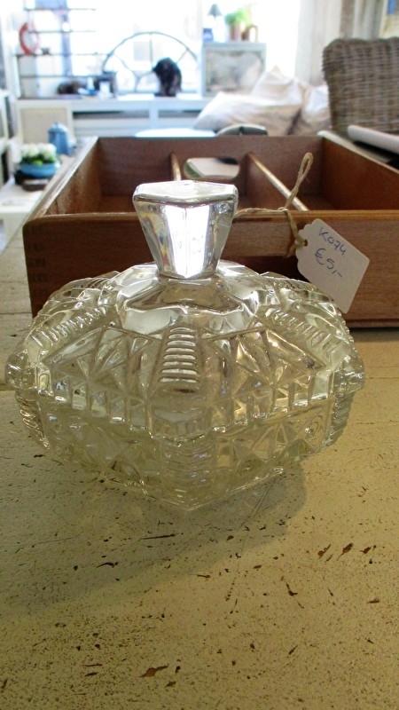 K075 (kristal) Glazen bonbonnière