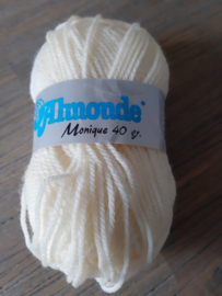 Almonde Monique Geel