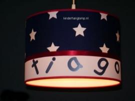 lamp babykamer Tiago donkerblauwe sterren en rood lint