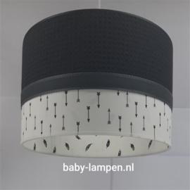 Lamp babykamer zwarte wafelstof en veertjes