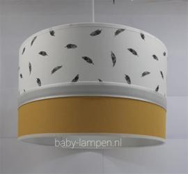 lamp babykamer oker geel en veertjes