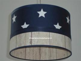 lamp babykamer donkerblauw witte sterren en steigerhout stof
