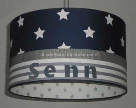 Babylamp donkerblauwe sterren en strepen met naam binnenkant wit met zilveren sterren