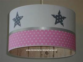Babylamp grijze stoffen sterren steigerhout en roze sterren