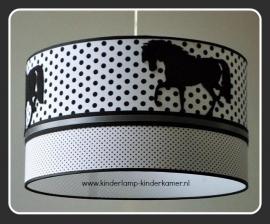 babylamp zwart grijs met drie keer paard