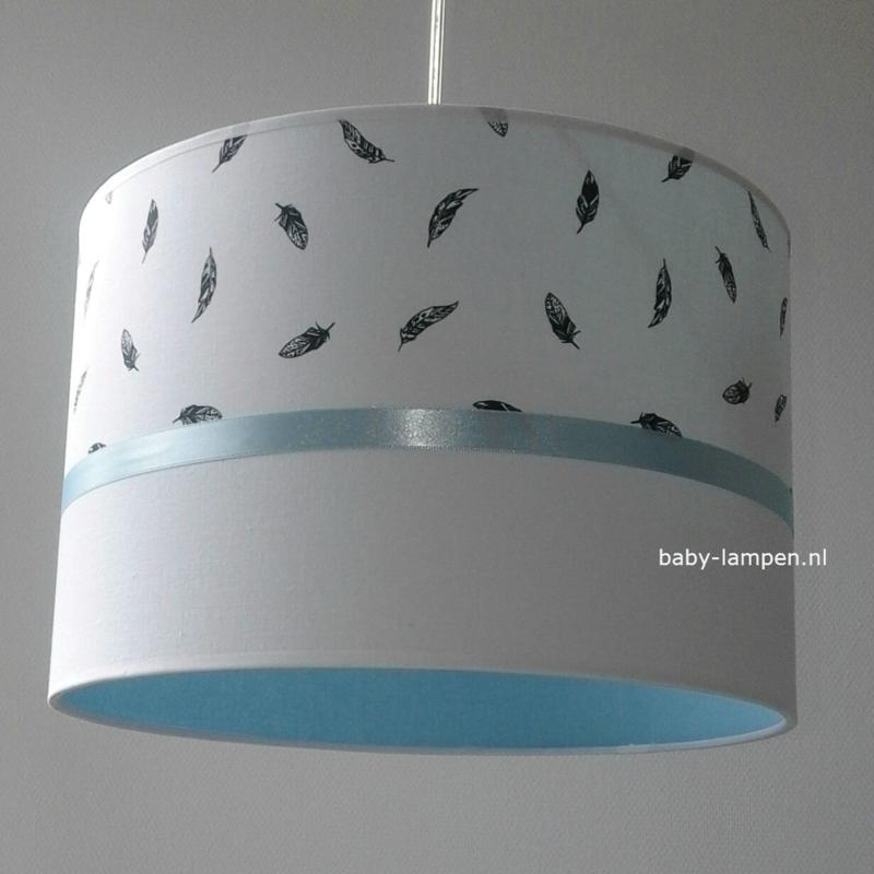 hanglamp babykamer zwarte veertjes lichtblauw