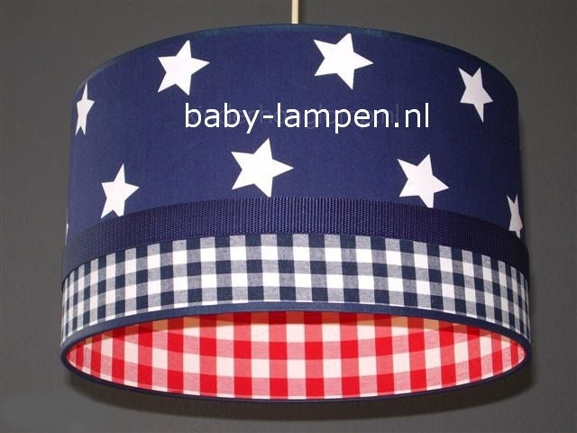 lamp babykamer donkerblauwe sterren en rode ruitjes