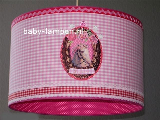 Babylamp roze ruit met paardje en geblokt bandje.