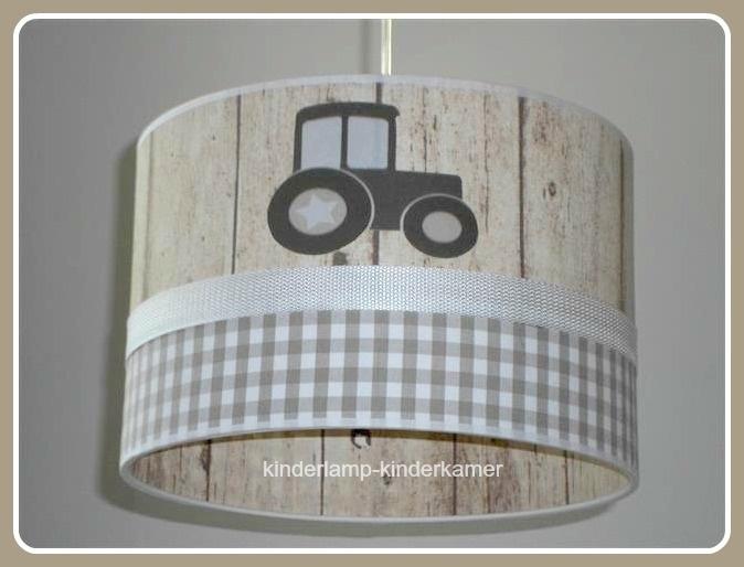 Babylamp beige steigerhout met drie keer tractor