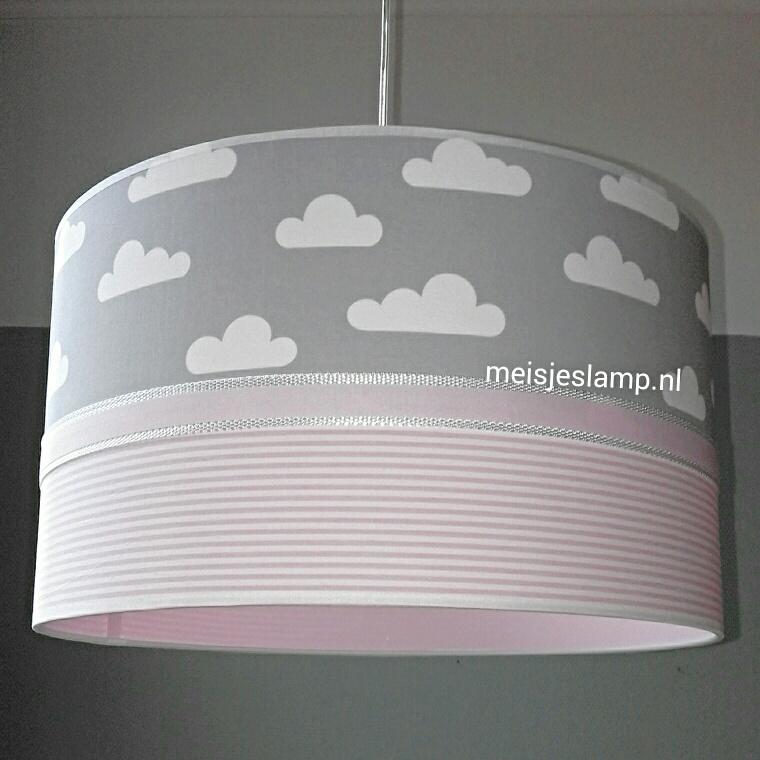 Roze Hanglamp Babykamer.Lamp Babykamer Roze Streepjes Grijze Wolkjes Babylamp