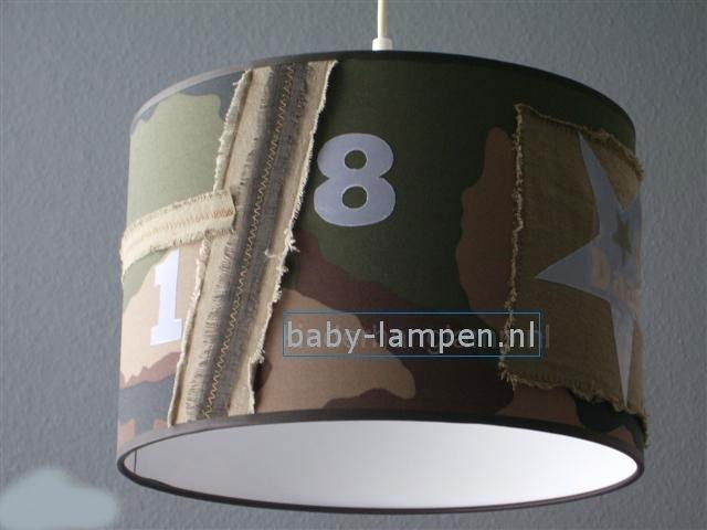 Stoere legerlamp babykamer