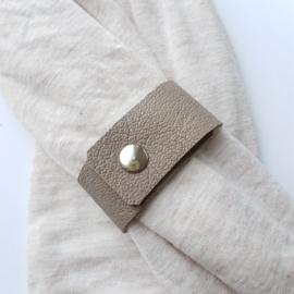 Leren sjaal bandje taupe