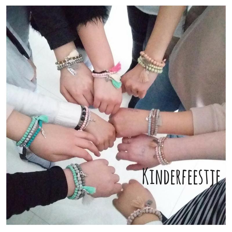 Kinderfeestje armbandjes maken