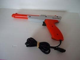 Nintendo Zapper 1985 Model NES - 005 (C.4.1)