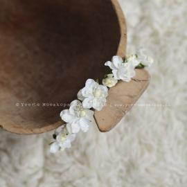 Bloemen haarbandje wit