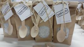 Badzout in paperbag en lepel  |  Op de Maalzolder