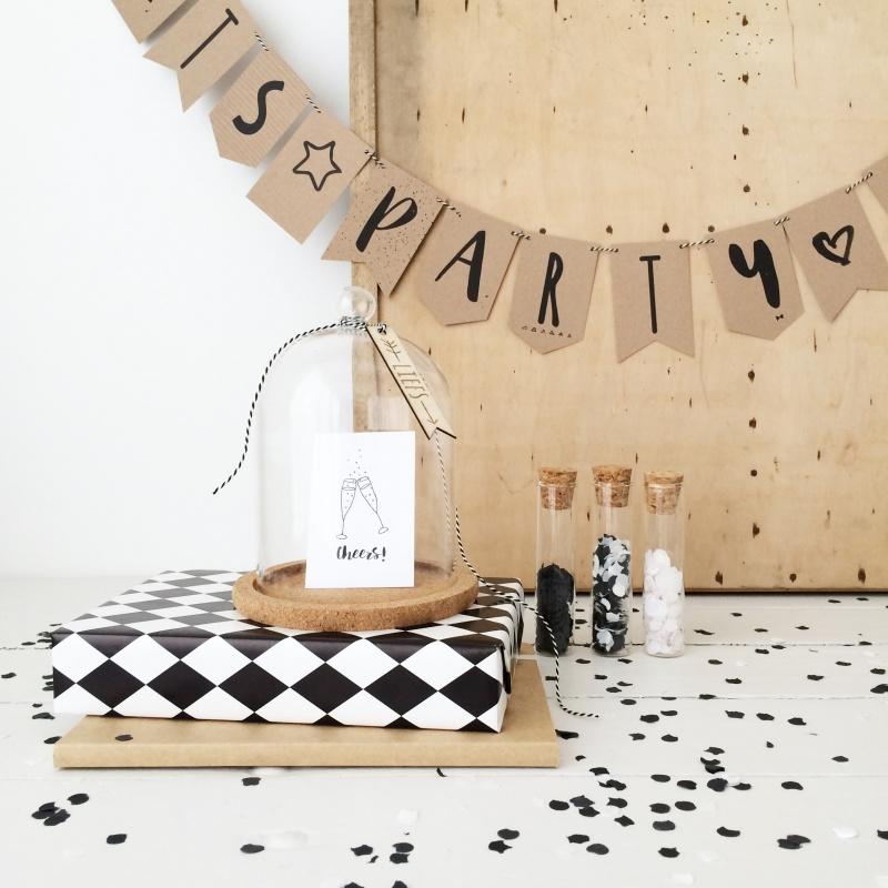 DIY Slinger mini kaartjes  |  It`s Party Time  |  Miek in Vorm