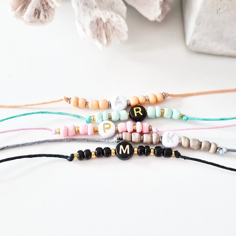Initiaal bandje - beads