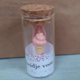 Glazen buisje met gelukspoppetje 110 Kleinigheidje voor jou v.e 2 stuks