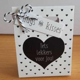Kadotasje 111 Iets lekkers voor jou - hugs & kisses