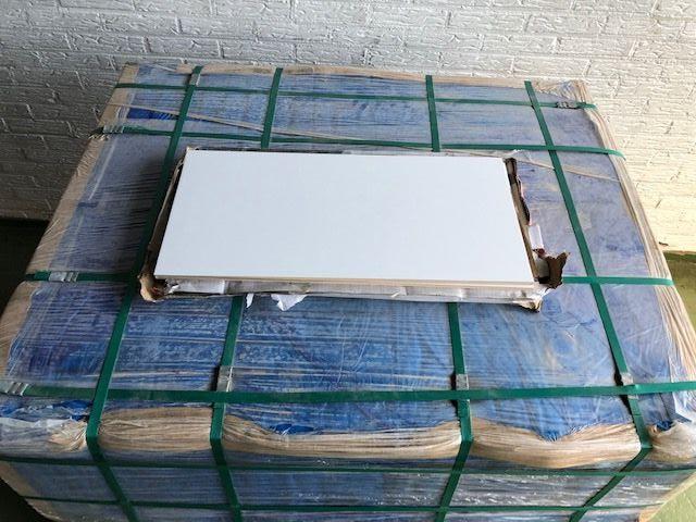 pallet, 81m2, wandtegel wit mat, gerect. 30x60cm