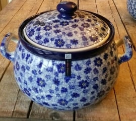 Souptureen with cover