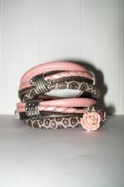 Armband leer roze/grijs slangenprint