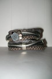 Armband leer grijs/zilver slangenprint